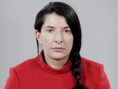 МАРИНА АБРАМОВИЧ. АРТИСТЪТ ПРИСЪСТВА
